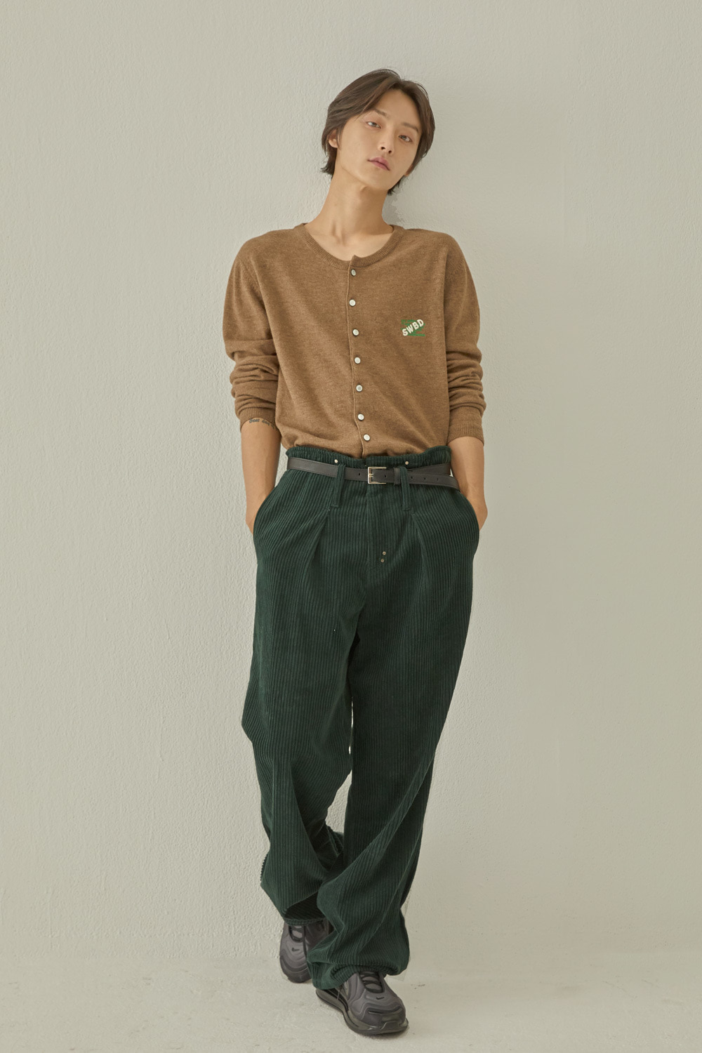 PIN TUCK WIDE CORDUROY PANTS (GREEN)